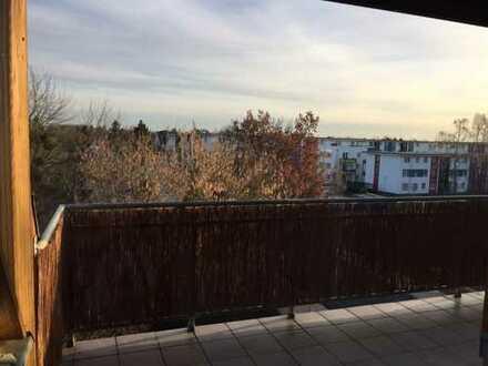 Gepflegte 3-Zimmer-DG-Wohnung mit Balkon und Einbauküche in Falkensee