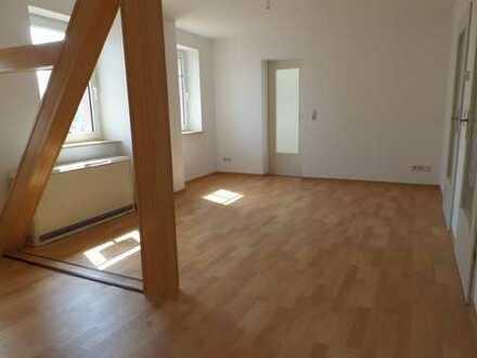 Wohnung im Dachgeschoß, einmalig und ruhig! (Stellplatz möglich!)