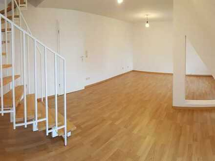 Hochwertige 2-Raumdachgeschosswohn. mit gr. Balkon in ruhiger Lage! + mit Laminat + Einbauküchenopt.