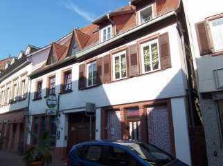 Zentral gelegene 3 Zimmer Maisonettenwohnung mit 2 x Bad und Balkon
