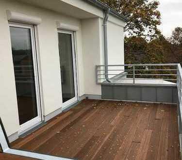 Stehen Sie über den Dingen! Erstbezug von sehr hellen Neubau-Staffelgeschoss-Whg. mit gr. Terrasse