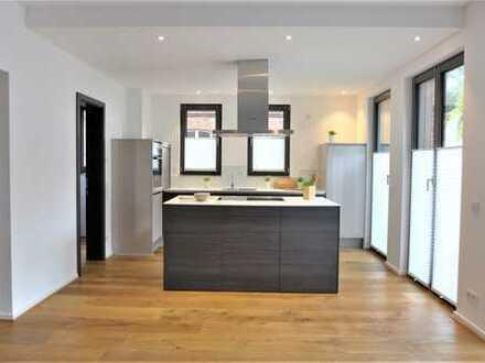 Neuwertiges Einfamilienhaus in begehrter Lage von D-Niederkassel, Einbauküche inklusive