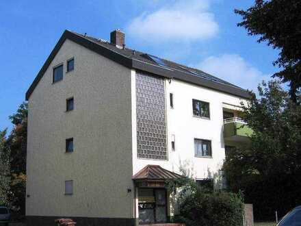 Schriesheim, Helle 4 Zimmer-Wohnung mit Balkon, nur an berufstätiges Paar zu vermieten
