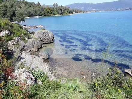 Grundstück von 6.500 m² mit Meeresfront in der exklusiven und begehrten Gegend von Kommeno.