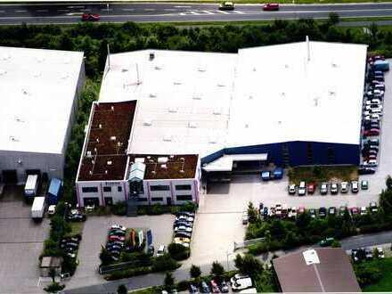 Modernes Produktions- und Verwaltungsgebäude