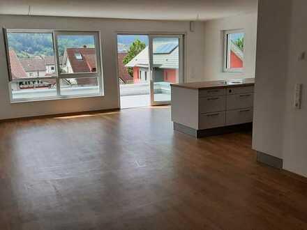Erstbezug: freundliche 2-Zimmer-Wohnung mit EBK und Balkon in Hausach