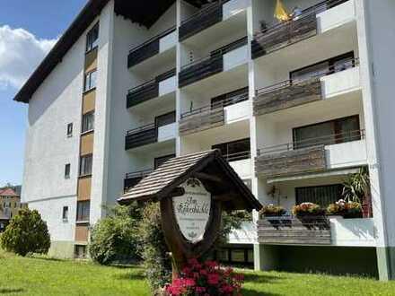 Gepflegte 2 Zimmer Wohnung mit einem Zimmer sowie Balkon und EBK in Baiersbronn