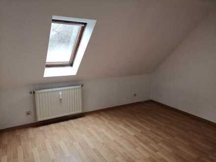 !! 1 MONAT KALTMIETFREI !! Deine erste 1 Zimmer Wohnung im Dachgeschoss - renoviert