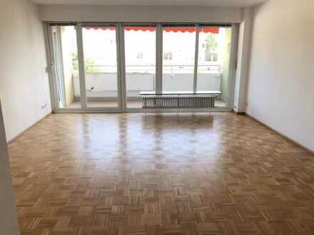 Große gepflegte 3-Zi.-Wohnung mit Balkon und Einbauküche in Freiburg im Breisgau