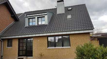 Schönes, geräumiges Haus mit drei Zimmern in Meerbusch-Lank