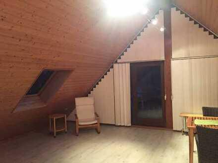 Gemütliche Dachwohnung mit Loggia in Ortsrandlage