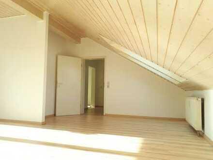Gepflegte 2-Raum-DG-Wohnung mit Balkon in Pforzheim Maihälden