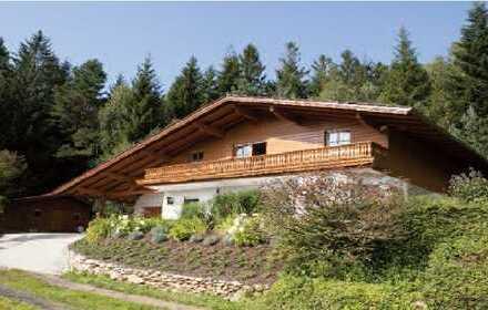 Gepflegte 3-Zimmer-Hochparterre-Wohnung mit Balkon und EBK in Lohberg