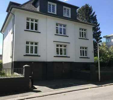 Ansprechende, modernisierte 4-Zimmer-Wohnung mit gehobener Innenausstattung in Solingen