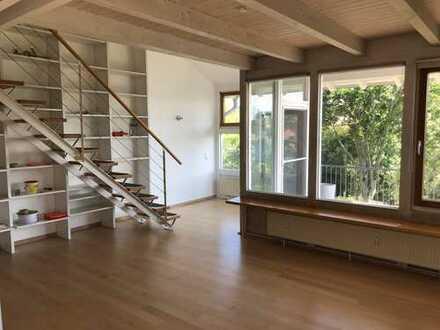 Gepflegte 5-Zimmer-Maisonette-Wohnung mit Balkon und Einbauküche in Knittlingen