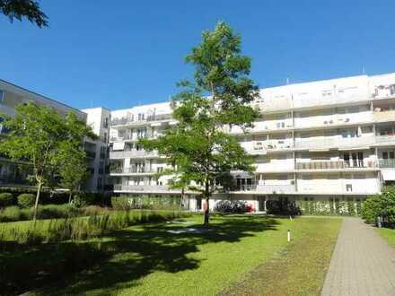 Hirschgarten: Schöne 4-Zimmer-EG-Wohnung mit großer West-Terrasse zum Innenhof und TG-Stellplatz