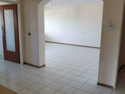 Schön gelegene 4-Zimmer-Wohnung mit Balkon in Karlsruhe-Neureut