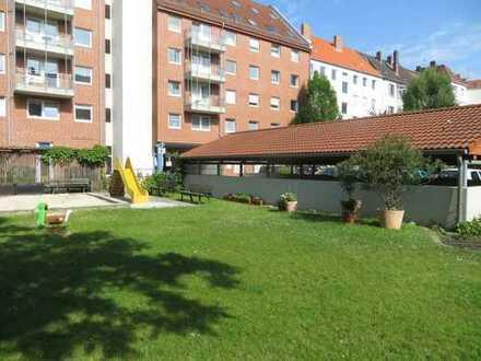 Modernisierte Maisonette! Fahrstuhl, Süd-West-Terrasse, Galerie, EBK, Parkett, Bad, Gäste-WC, Garten