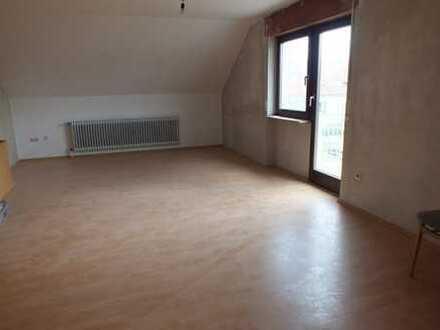 4-5-Zi-DG-Wohnung in Zweifamilienhaus zu vermieten.