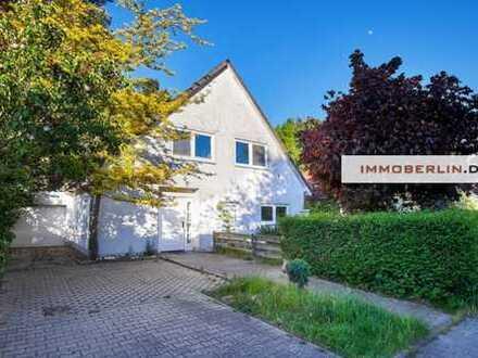 IMMOBERLIN: Geräumiges Einfamilienhaus mit Gartenidylle