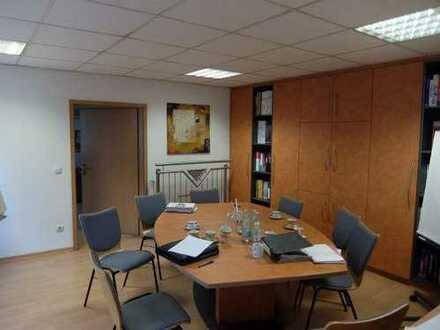 07_IB3592 Gewerbeanwesen mit mehreren Hallen und Bürotrakt / ca. 20 km nördlich von Regensburg
