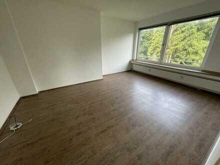 2 Zimmer - Balkon - gepflegt - ab sofort