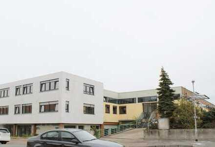 Neuwertige Wohn./Bürohaus mit Produktions-/Servicehalle im gute Lage