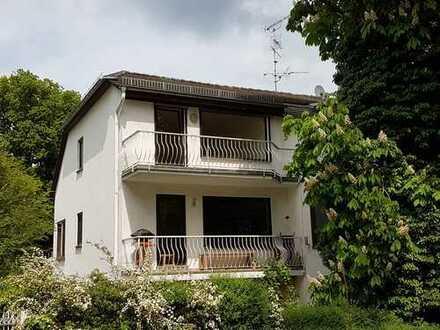 Exklusive, vollständig renovierte 3-Zimmer-Dachgeschosswohnung mit Balkon und EBK in Wiesbaden