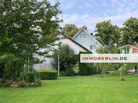 IMMOBERLIN: Exquisite Landhausvilla mit weitläufigem Südwestgarten
