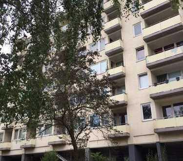 Gepflegte 1-Zimmer-Wohnung mit Balkon und EBK in Mörfelden