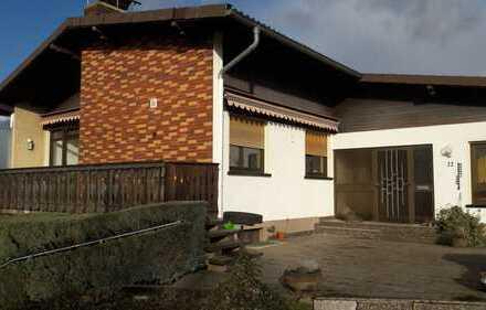 Vollständig renovierte 5-Raum-Wohnung mit 2 Balkone und Einbauküche in Glauburg