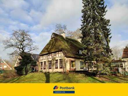 """""""Der Brunnenhof"""" Geschichtsträchtiges Landhaus in Borgfeld mit Reetdach auf großem Grundstück"""