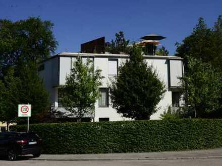 Helle, großzügige 3-Zimmer-Wohnung mit 2 großen Balkonen in München - Solln