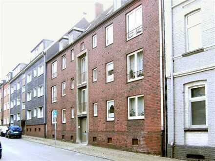 EG Wohnung mit EBK und Teilmöblierung