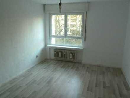 Großes u d helles Zimmer in neuer 3er WG, komplett neu renoviert, EBK