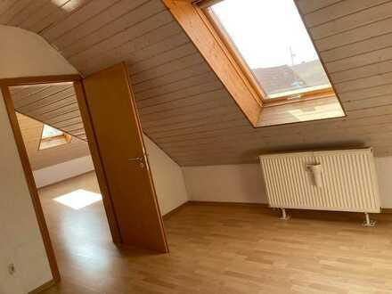 Schöne 2 Zimmer DG Wohnung