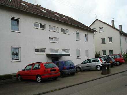 Schöne 5-Zimmer-1.OG Wohnung mit Balkon und Einbauküche in Weil im Schönbuch
