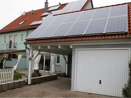 RE/MAX - Unkompliziert, pragmatisch und komfortabel zugleich - Schicke Doppelhaushälfte mit Kellerg