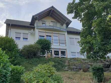 moderne 200m² Wohnung auf 2 Etagen inkl. Balkonen in schöner Lage