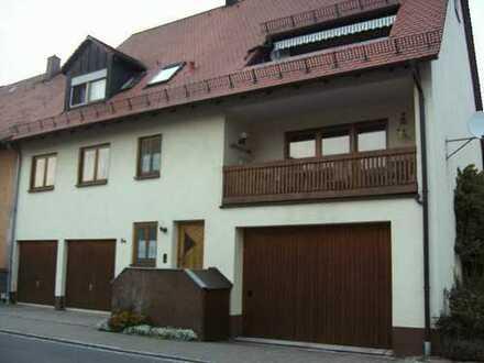Gepflegte 4-Zimmer-Wohnung mit Balkon und Einbauküche in Hagenbüchach