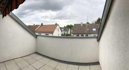 Helle Dachwohnung mit Balkon in Alt-Eschersheim , ab sofort verfügbar