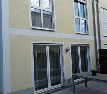 Schönes Reiheneckhaus mit fünf Zimmern in Ebersberg (Kreis), Ebersberg