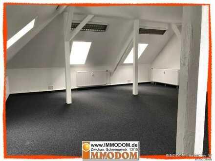 Ruhige und abgeschiedene Büro- oder Praxisräume im Dachgeschoß einer Stadtvilla zu vermieten!