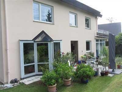 Schönes Zweifamilienhaus ruhig und zentral gelegen in Stuttgart, Sillenbuch