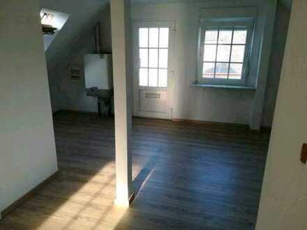 Attraktive, vollständig renovierte 2-Zimmer-DG-Wohnung zur Miete in Emden