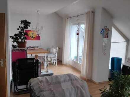 Helle 2-Zimmer-DG-Wohnung mit Balkon und Einbauküche in Bad Saulgau