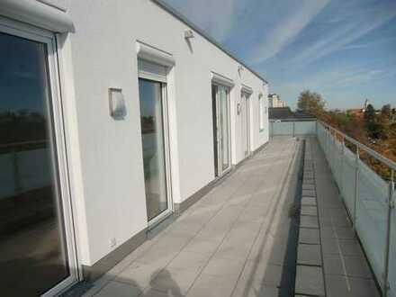 Helle, sonnige 3-Zi.-DG-Terrassenwohnung, 141 qm, Erstbezug, Schwimmbad/Sauna im Haus
