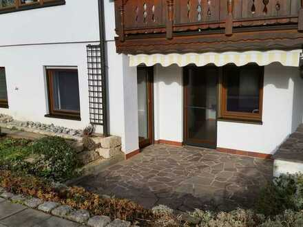 Freundliche 2,5-Zimmer-Wohnung mit Terrasse und Einbauküche in Rainau