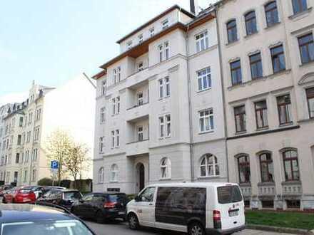 4 Raum EG -Wohnung mit 91 m²,Balkon,Laminat,offene Küche, Bad mit Wanne