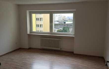 Großes helles 18qm Zimmer in gemütlicher 3er WG